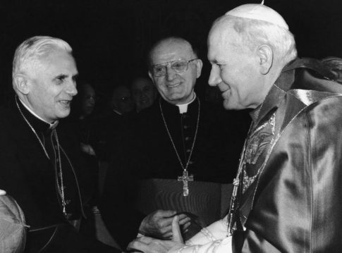 Obraz Jana Pawła II zaczął płakać krwawymi łzami! Znak od samego papieża?