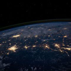 Pusta Ziemia! Co lub kto żyje wewnątrz naszej Planety?