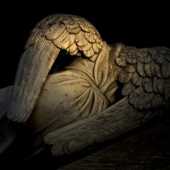 Anioł objawił się choremu dziecku? Zdjęcie dowodem na życie po śmierci?
