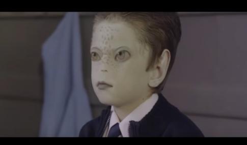 Człowiek Jaszczur w rządowym filmie o tolerancji! Ujawnienie Reptilian?