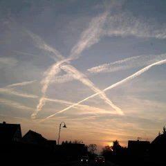 Na niebie pojawia się coraz więcej PENTAGRAMÓW? Szokujące nagranie! Chemitrails