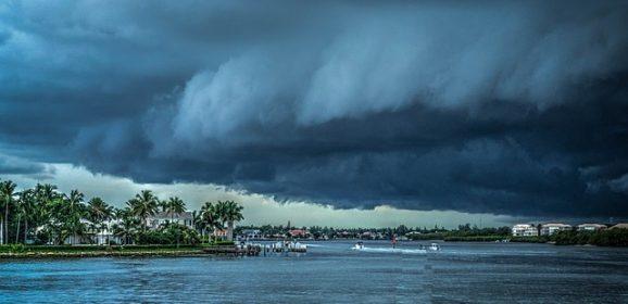 Na zdjęciu huraganu ukazał się demon? Ten huragan zabił ponad 1600 osób! Czy była to zapowiedź ich śmierci?
