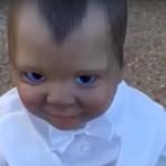 Lalka na cmentarzu ożyła? Nagranie przeraża!