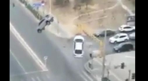 We Francji samochody nagle uniosły się w powietrze? Nagranie szokuje!