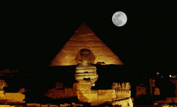 Na niebie ukazała się PIRAMIDA? Znak Illuminati dla świata! Nagranie zszokowało wielu ludzi!
