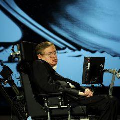 """Stephen Hawking obawiał się powstania nowej rasy """"nadludzi""""? Martwił się, że ludzkość może…"""