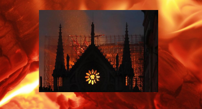 Jezus uchwycony w płomieniach Notre Dame? (NAGRANIE)